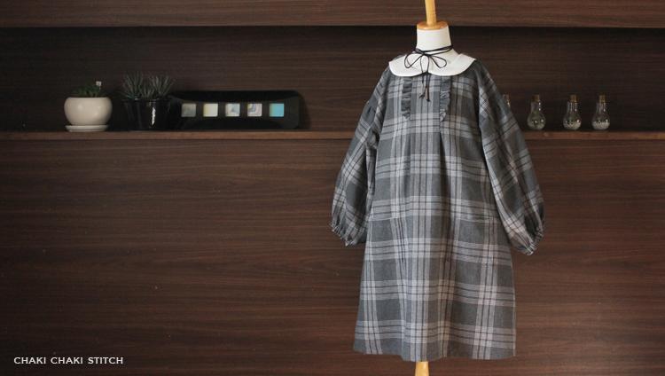 衿付きドロップパフスリーブワンピースは後ろゴム始末でフリルやタックがあるデザインでモニターさんんが作成しました。